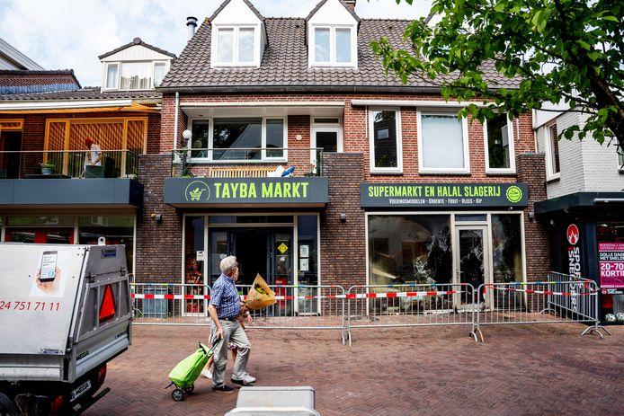 De Tayba supermarkt in Wijchen na de brand.