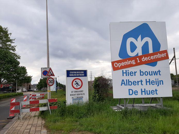 Op de hoek van de Energieweg en het Zaagmolenpad is tijdelijk een Albert Heijn gepland.