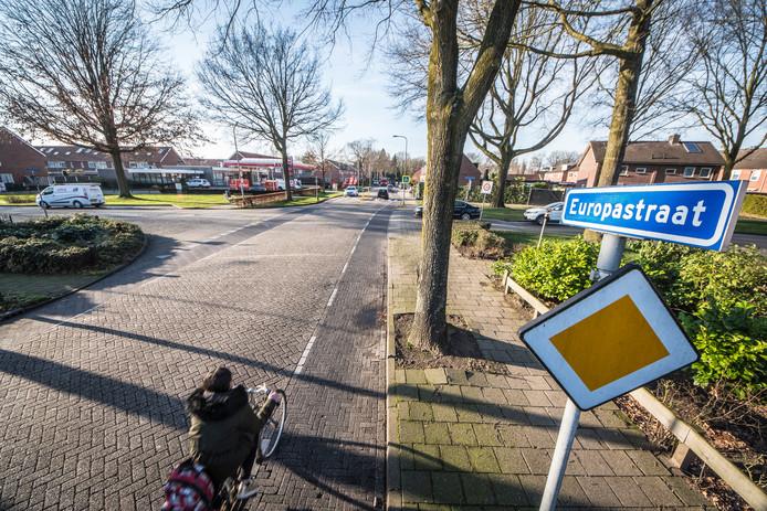 De huidige Europastraat. Die gaat op de schop voor een nieuwe riolering en bovendien worden er aanpassingen gedaan. Zo krijgt de weg asfalt in plaats van klinkers.