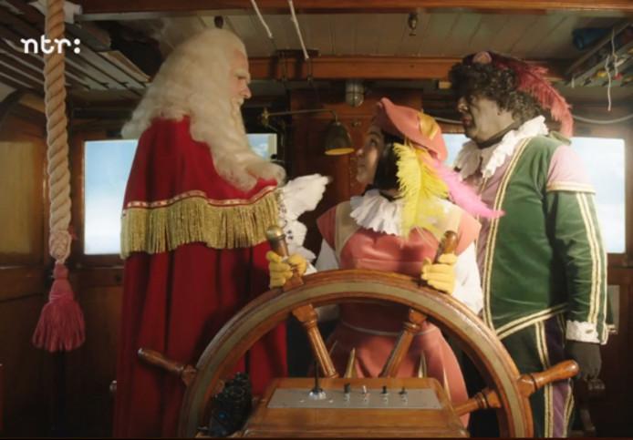 Zwarte En Witte Piet In Sinterklaasjournaal Show
