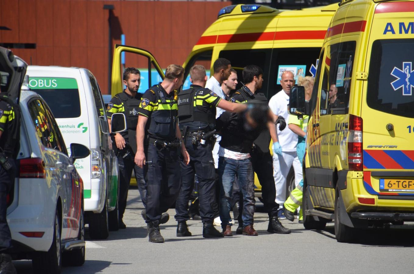 De partner van de gewonde vrouw is aangehouden.