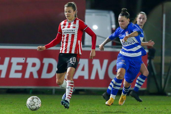 Kayleigh van Dooren tijdens de kwartfinale van het door PSV gewonnen KNVB-bekertoernooi
