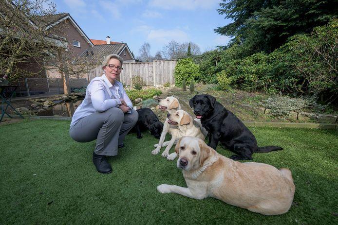 PVV-fractievoorzitter Jeanet Nijhof is een hartstochtelijk voorstander van het afschaffen van de hondenbelasting.