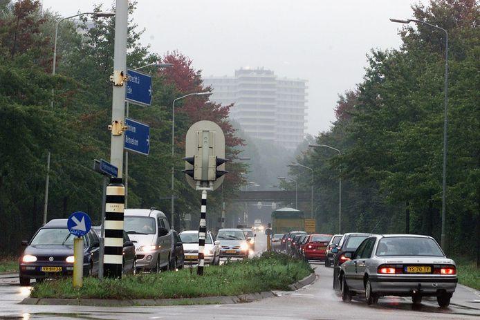 Druk verkeer op de Nijenoord Allee.