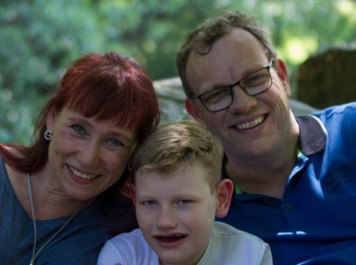 Rick Hengelman en zijn ouders Linda en Iwan.
