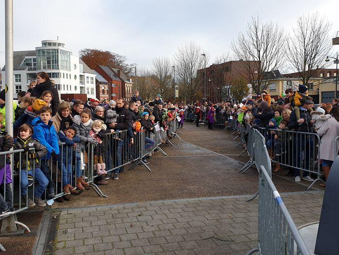 De aankomst van Sinterklaas aan de Nieuwe Kaai in Turnhout.