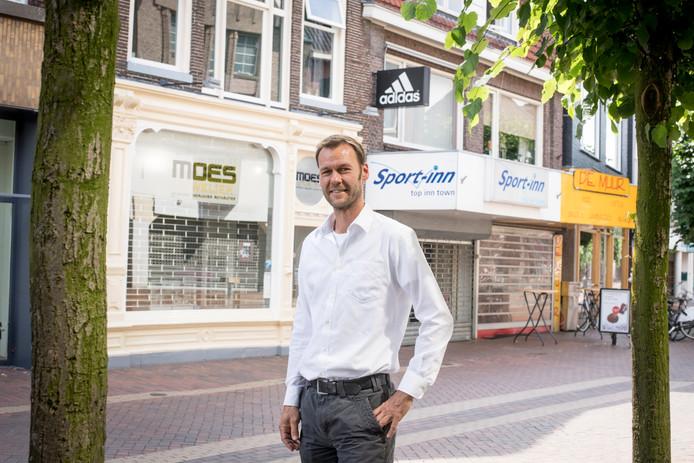 Stadsbouwmeester Robin Veenink in de Grotestraat.