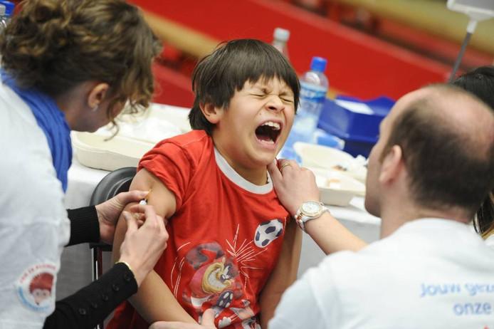 Deze week krijgen 6000 kinderen van 6 tot 14 maanden een uitnodiging voor een extra vaccinatie tegen mazelen. foto Evert Elzinga/ANP