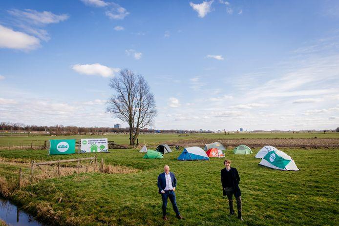 Fractievoorzitter Bert van der Steeg van het CDA en voorzitter Nander Bras van het CDAJ in de polder Rijnenburg in Utrecht.