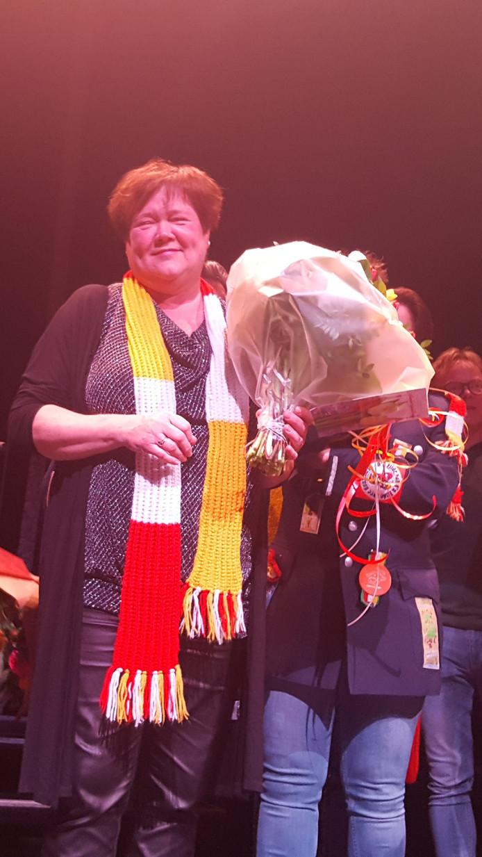 Zangeres/ actrice Dimphy van der Velden werd zaterdagmiddag onderscheiden met de Revèrénce in de orde van de kiet in het Theater aan de Parade in Den Bosch