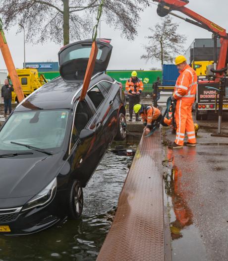 Automobilist kiest in duisternis in Deventer voor verkeerde 'parkeerhaven'