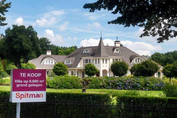 Dynasty-achtig landhuis aan de Dreijenseweg 15 staat te koop voor bijna 3 miljoen euro. Pand figureerde in speelfilm Moordwijven van Dick Maas.
