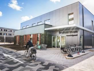 """Huisartsenwachtpost Martelaarslaan is verhuisd naar campus AZ Sint-Lucas: """"Vlakbij spoed, dat is handig in beide richtingen"""""""
