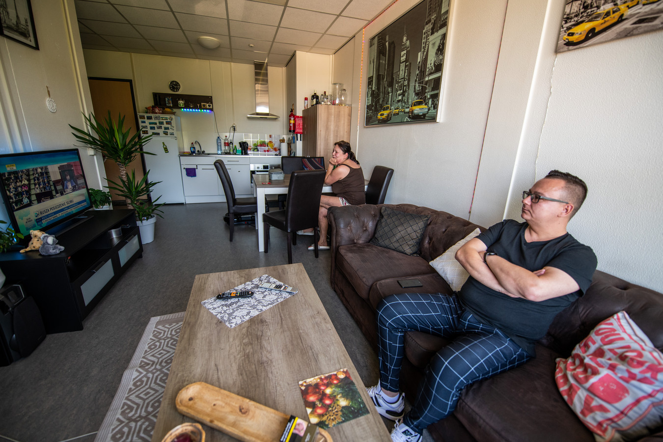 In het Boskoopse Polenhotel deelt Tomasz Olesz een appartement voor vier mensen alleen met zijn moeder. Zijn slaapkamer is ook 'kantoor'.