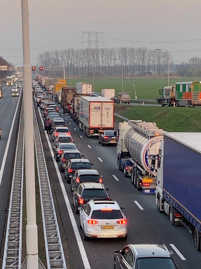 File op A58 door een ongeluk in de richting van Eindhoven.