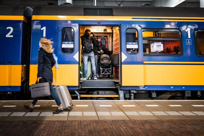 De intercity naar Brussel op NS-station Breda.