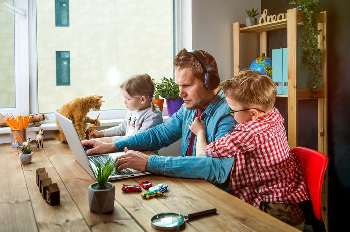 Foto ter illustratie. Thuiswerken is voor sommigen heel anders dan op kantoor.