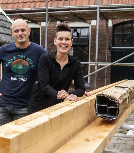 Ondernemersstel uit Haaksbergen wordt bouwvakkersduo: 'YouTube was de grootste raadgever'