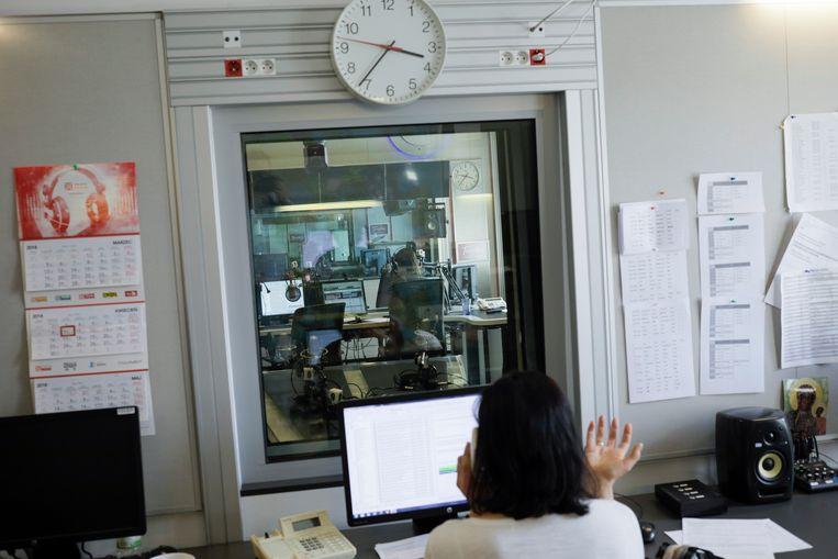 Medewerkers van radiozender Trójka klagen dat ze eenzijdig moeten berichten en beknot worden in hun journalistieke vrijheid. Beeld Malecki Piotr