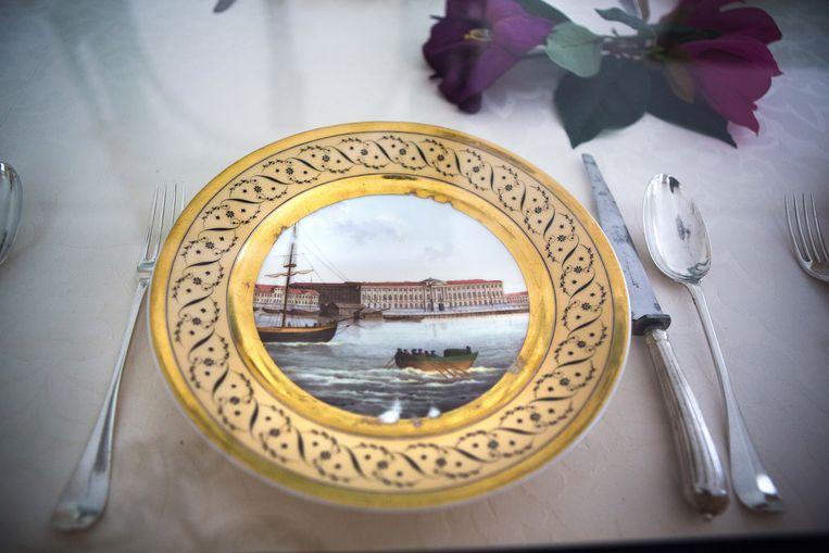 Hermitage in Sint-Petersburg, afgebeeld op een bord van Anna Paulowna Beeld null