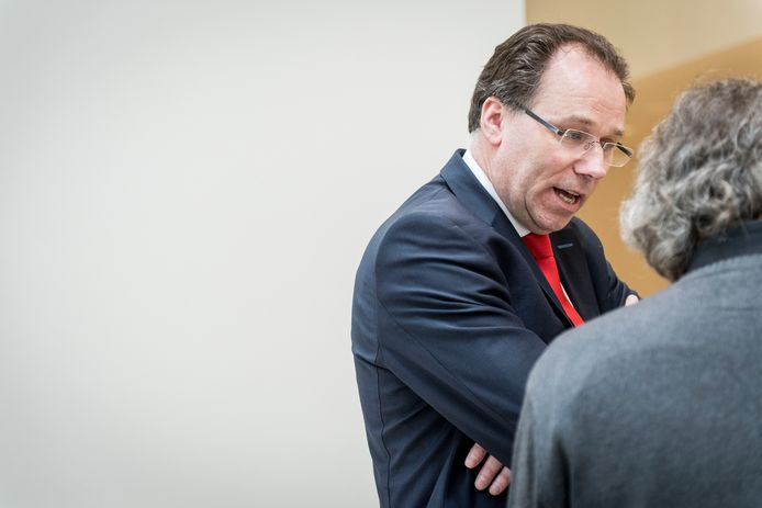 Letselschadespecialist Yme Drost in gesprek met een verslaggever na de uitspraak. Foto: Emiel Muijderman