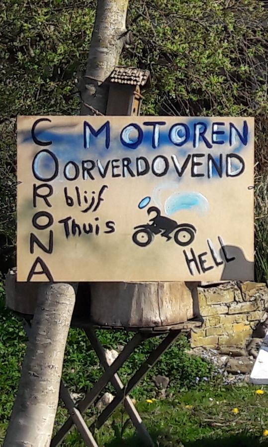 Het bord dat de overlast in Grafwegen signaleert.