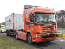 Vrachtwagen afgesleept na kop-staartbotsing op A1 bij Rijssen