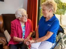 Wijkverpleegkundige Gemma (75) gaat door met wat ze nog steeds leuk vindt en wil nog lang niet stoppen
