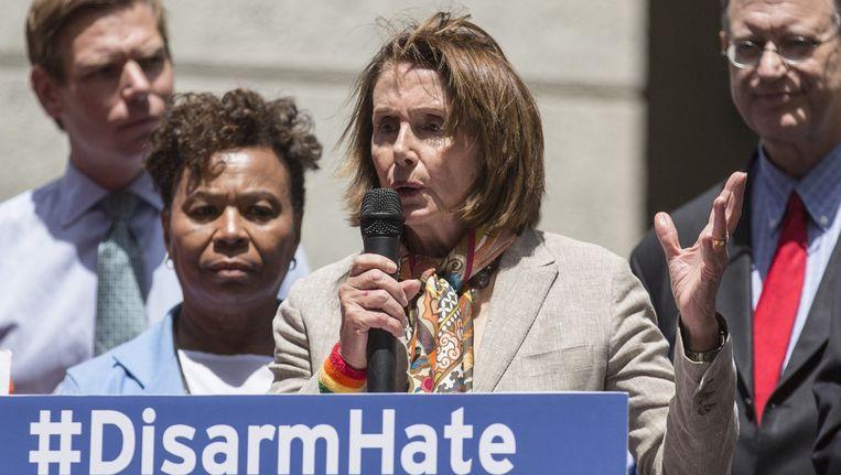 Democratisch fractieleider Nancy Pelosi pleit voor een strengere wapenwet. Beeld afp