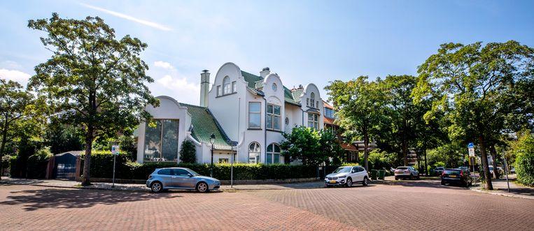 Deze week werd bekend dat het woonhuis van notaris Frank Oranje, Villa Ekeby in Scheveningen, met medeweten van het OM is verkocht voor 3,4 miljoen euro. Beeld Raymond Rutting / de Volkskrant