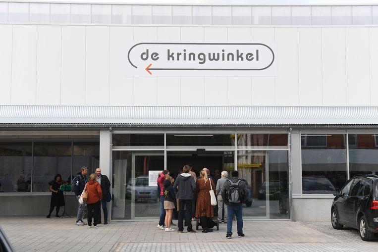 Meer dan 300 mensen schoven aan om kennis te maken met de nieuwe winkel.