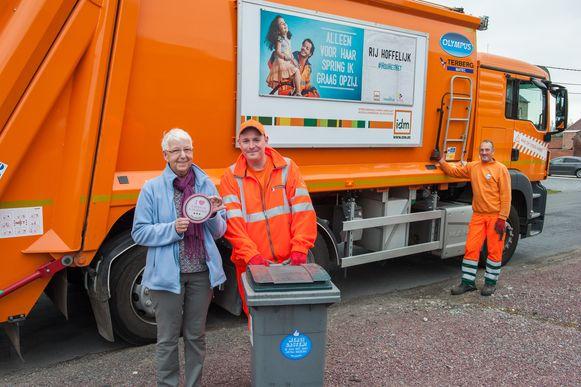 Met een sticker kunnen burgers hun appreciatie tonen aan de afvalophalers en parkwachters van IDM.