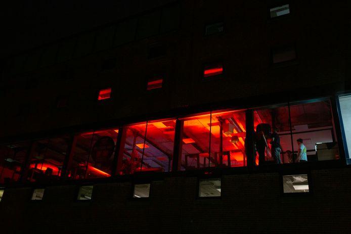 Dansen op de krant bij Tubantia op de Museumnacht Enschede.