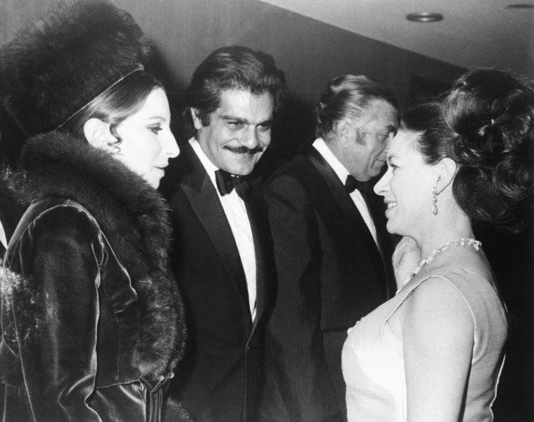 Omar Sharif met Barbra Streisand en de Britse prinses Margaret bij de première van 'Funny Girl'. Beeld AP