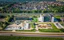 De Sliedrechtse nieuwbouw van Bouwonderneming Stout, nu gevestigd in Hardinxveld-Giessendam, is een zichtbaar element van de economische ontwikkeling is het dorp.