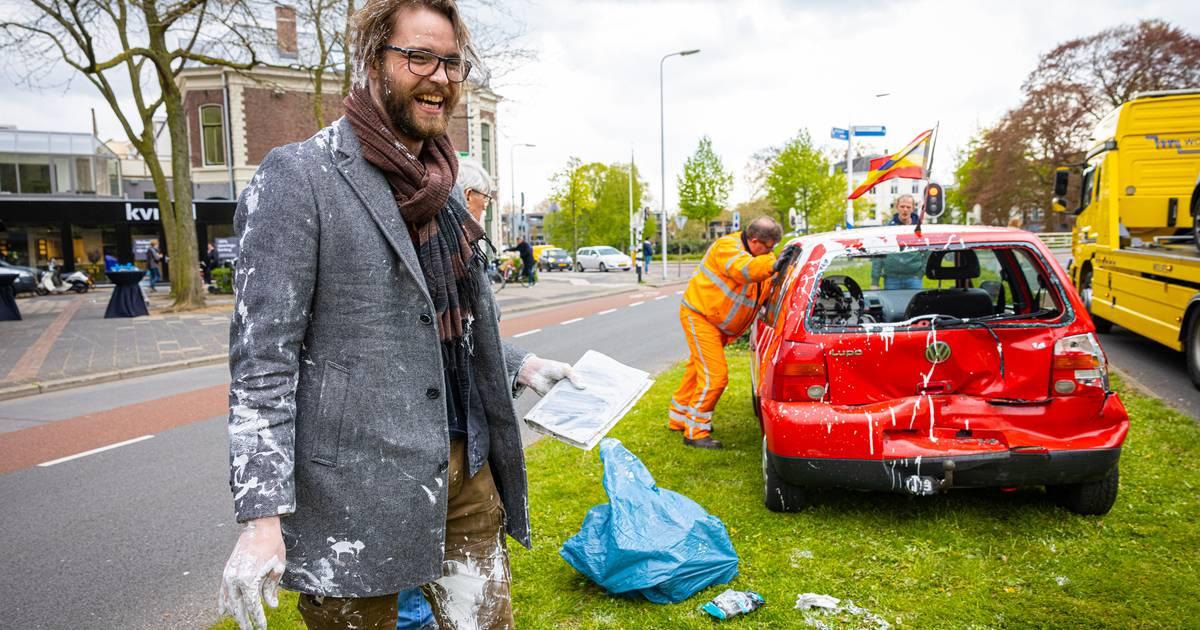 Botsing! In een klap zit Bernjan uit Zwolle ónder de verf: 'Zonde natuurlijk, maar ergens ook heel grappig'.
