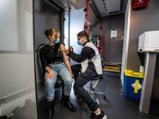 'Stormloop' bij prikbus voor coronavaccin: 'Ik had andere zaken aan mijn hoofd, daarom heb ik het prikken steeds uitgesteld'