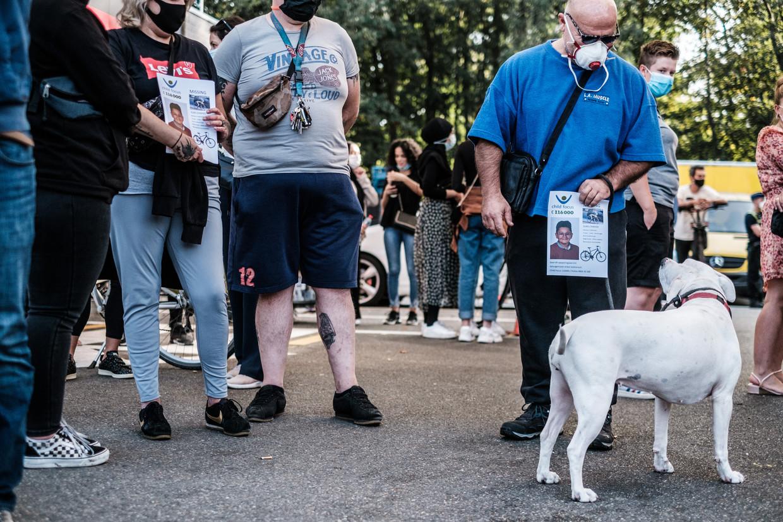 Meer dan tweehonderd vrijwilligers verzamelden aan het tankstation waar Ilias laatst werd gezien om hem te zoeken. Beeld Bob Van Mol