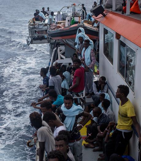 Italië dreigt met verbod vluchtelingenboten