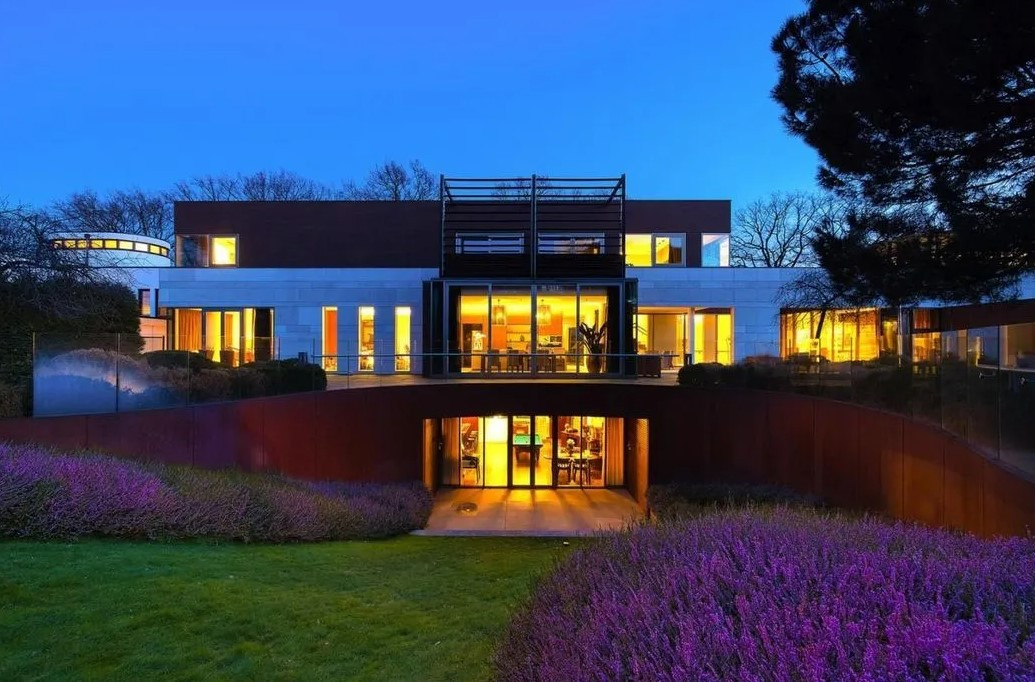 De villa aan de Heinsbergenstraat 50 in Uden. Het pand staat te koop voor 11 miljoen euro.