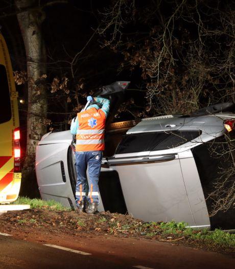 Grote BMW komt in sloot terecht, bestuurder was spoorloos, maar meldt zich toch