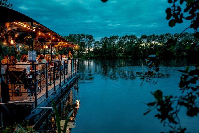 Dinner on the lake, le resto romantique à souhait.