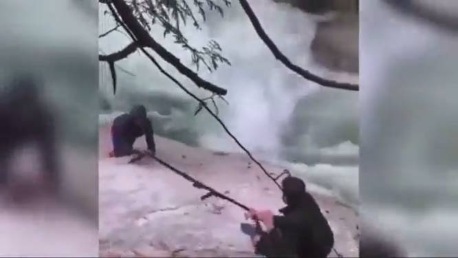 Bijzondere redding: vijf sikh mannen knopen tulbanden aan elkaar om wandelaars uit woeste rivier te redden