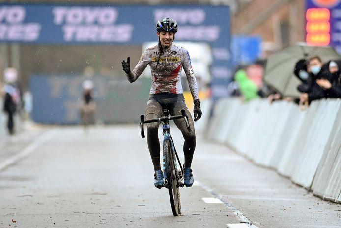 Lucinda Brand wint de veldrit in Dendermonde.