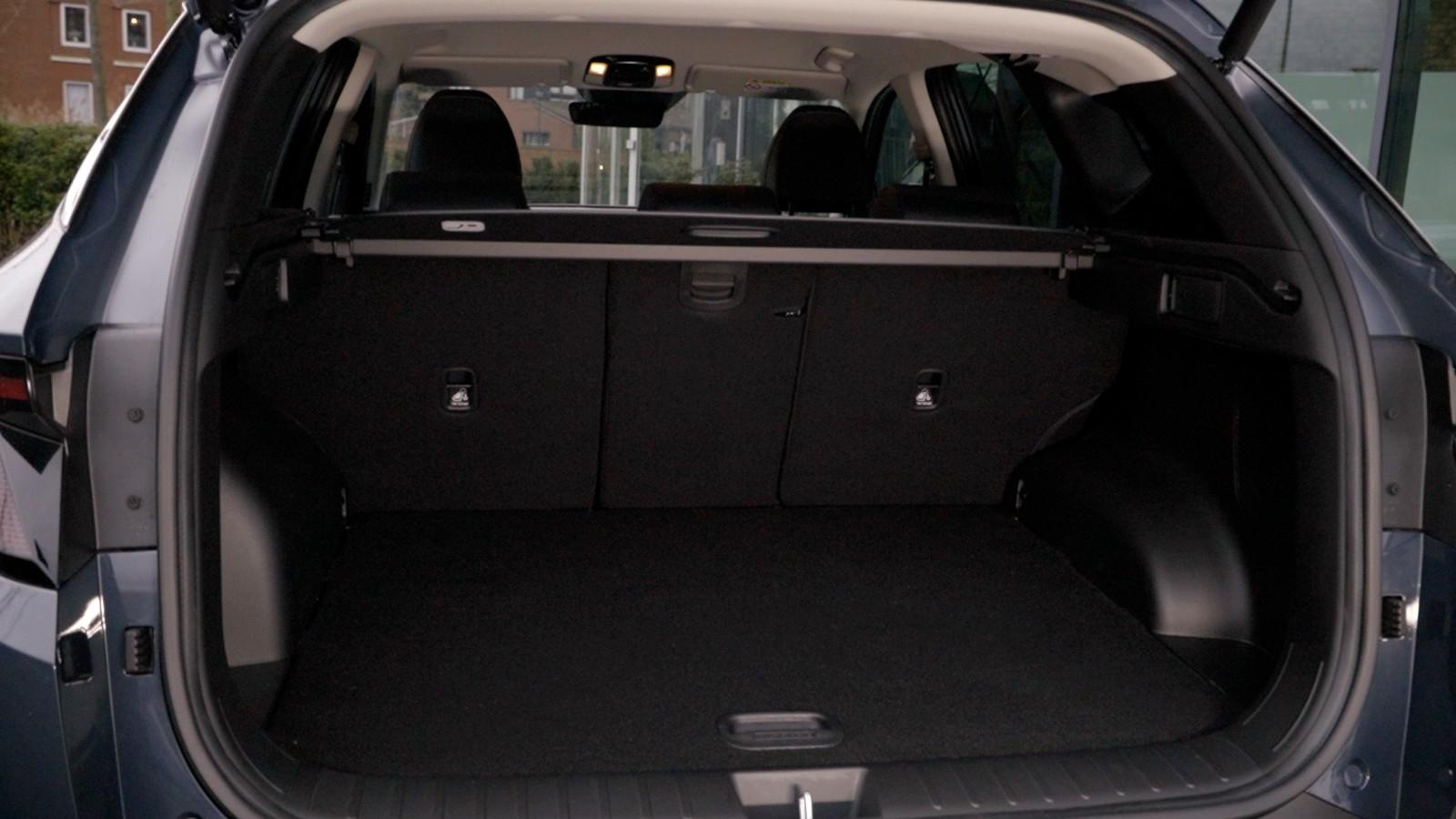 De bagageruimte is met 616 liter van prima formaat. Een in drie delen neerklapbare achterbankleuning is standaard