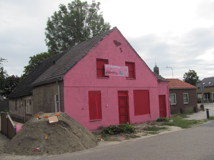 Roze huis in Velddriel.