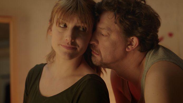 In het tweede seizoen van '#hetisingewikkeld'  heeft Ben Segers een relatie met Charlotte Vandermeersch.