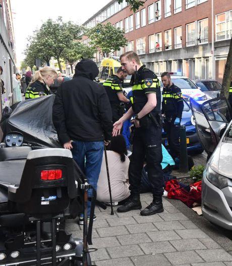 Vrouw ernstig gewond bij ongeval met achteruitrijdende auto op de Gerard Doustraat