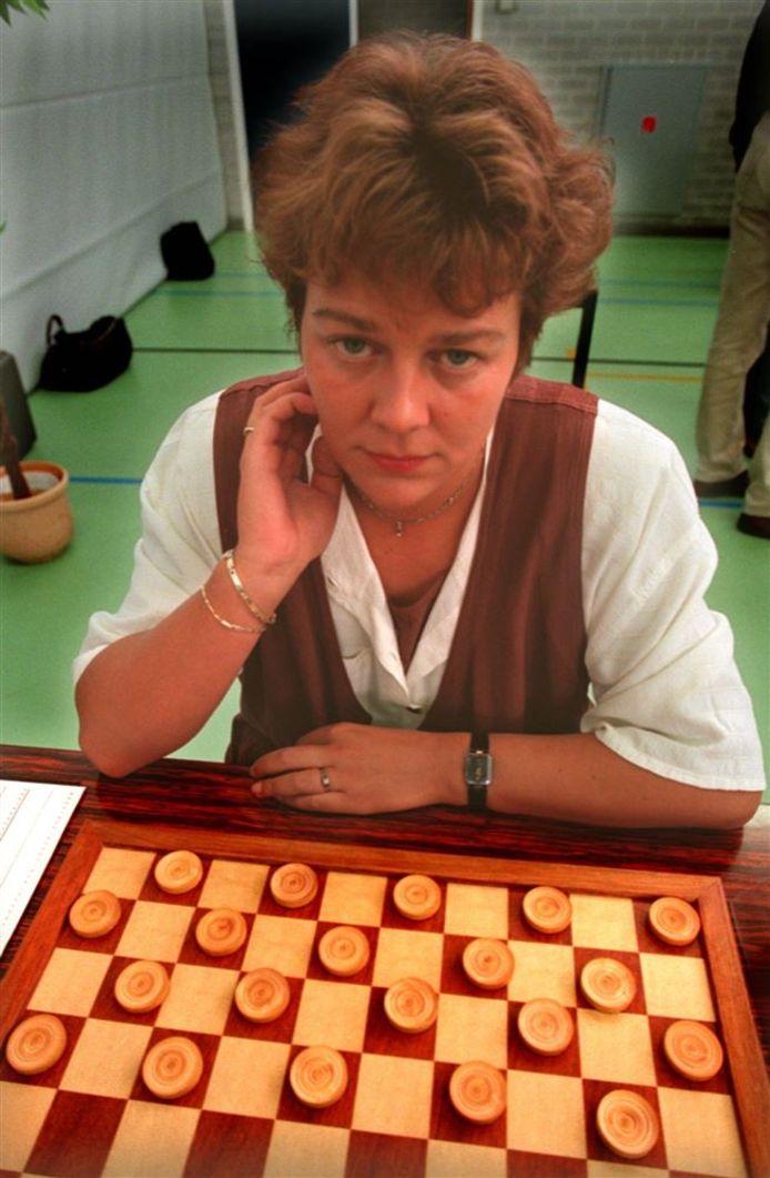Karen van Lith tijdens het NK Dammen in 1996.