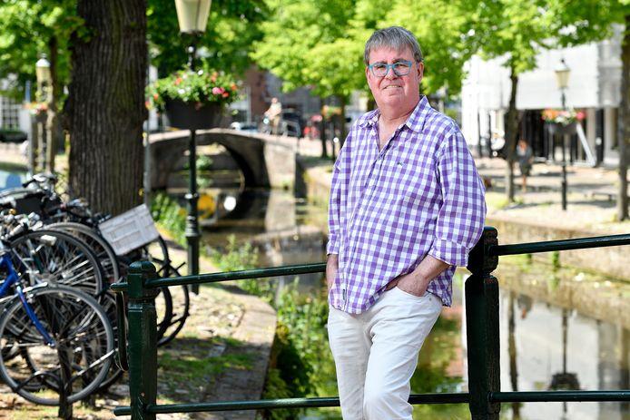 Gerhard te Winkel heeft een roman geschreven die zich afspeelt in de Amersfoortse politiek.